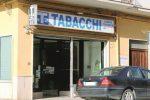 Rapinatori in azione a Canicattì, derubato e ferito il titolare di una tabaccheria