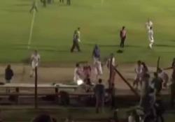 Uruguay: il calciatore tira un pc verso la tribuna