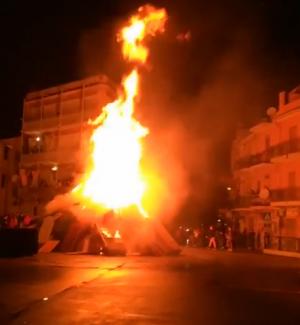 Palermo, strade barricate e caos nella notte per le Vampe: le immagini dalla Guadagna
