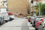 La legna accatastata in via Gaetano Mosca, a Palermo, per vampa di San Giuseppe