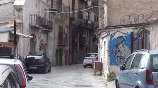 caduta di calcinacci, centro storico palermo, Palermo, Cronaca