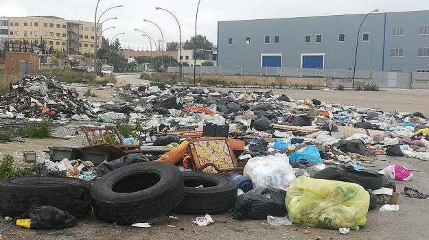 Rifiuti nelle strade di Agrigento, è guerra contro l'immondizia
