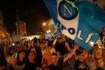 Napoli in festa per la vittoria contro la Juve: le immagini della città invasa dai tifosi