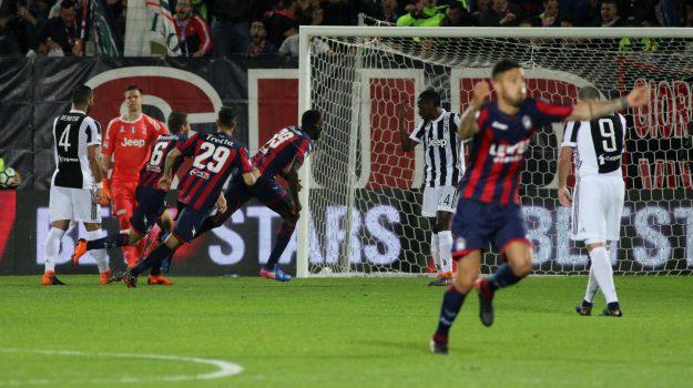 Simy del Crotone come Cristiano Ronaldo, rovesciata capolavoro per segnare alla Juventus