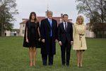 """Trump e Macron a cena, scena """"rubata"""" dall'eleganza di Melania e Brigitte"""