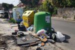 Palermo tra i rifiuti, notte di fuoco Cassonetti incendiati: periferie in tilt Guasti a Bellolampo, atti in procura