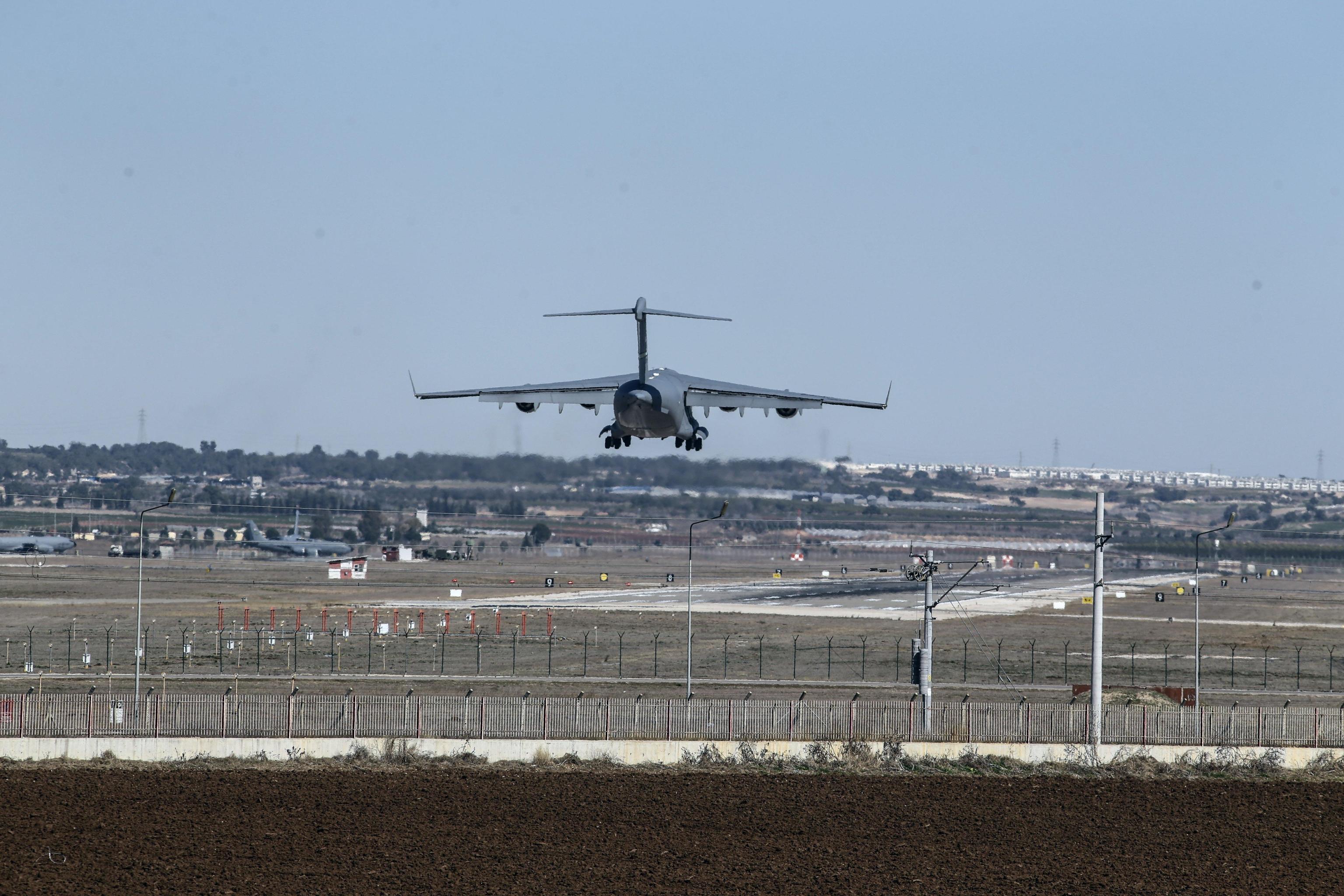 Algeria: precipita aereo militare con 200 persone a bordo