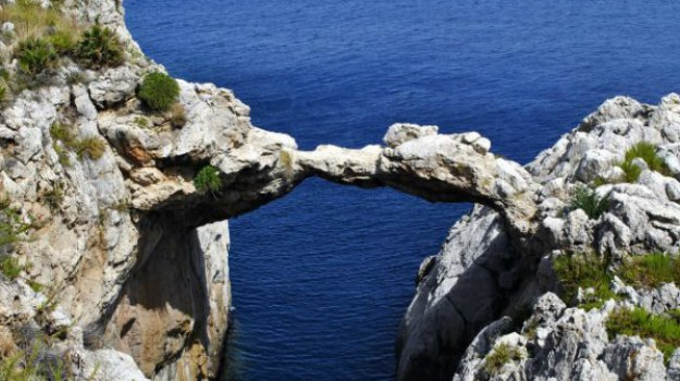 Riapre l'Arco Azzurro di Mongerbino