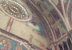 C'è' un caveau segreto nella Basilica di San Francesco d'Assisi. Conserva ottantamila frammenti della volta dipinta da Giotto e Cimabue crollata durante il terremoto del '97, e restaurata a velocità e costi record. Scannerizzati e catalogati aspettano l'aiuto della tecnologia per essere ricollocati. Per la prima volta, vengono mostrati a Corriere.it dal capo restauratore, Sergio Fusetti, che rimase coinvolto in quel crollo assieme al portavoce del Convento, padre Enzo Fortunato.