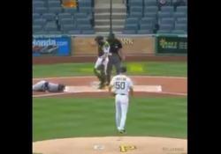 Leonys Martin, giocatore dei Detroit Tigers, è stato abbattuto dal tiro di un avversario