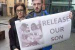 Battaglia per il piccolo Alfie a Londra, l'Italia gli dà la cittadinanza e spera nel trasferimento al Bambino Gesù