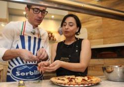 Calzone ripieno e pizza con la 'nduja: i trucchi per farli in casa di Gino Sorbillo