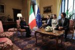 Elisabetta Alberti Casellati con Danilo Toninelli (R), Luigi Di Maio e Giulia Grillo di M5s