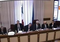 Casini interrotto mentre leggeva le domande del senatore Augello, assente