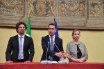"""Consultazioni, Fico torna da Mattarella. Di Maio: """"Governo col Pd o elezioni"""". Martina: decide la direzione il 3 maggio"""