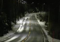 I palo dell'illuminazione si accendono solo quando avvertono il passaggio di un'auto
