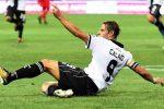 Tre gol di Calaiò, la rimonta non riesce: Palermo sconfitto 3-2 a Parma tra le polemiche