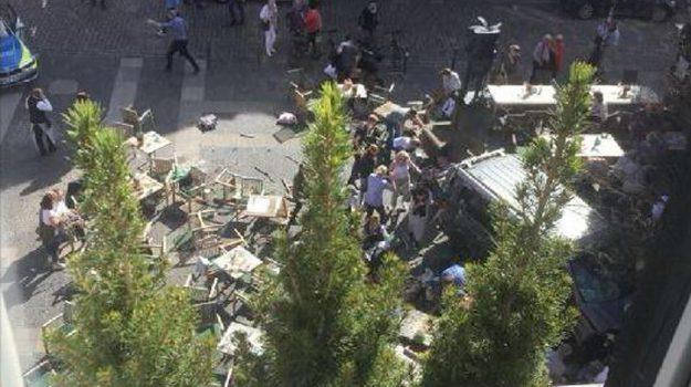 furgone sulla folla, muenster, terrorismo, Sicilia, Mondo