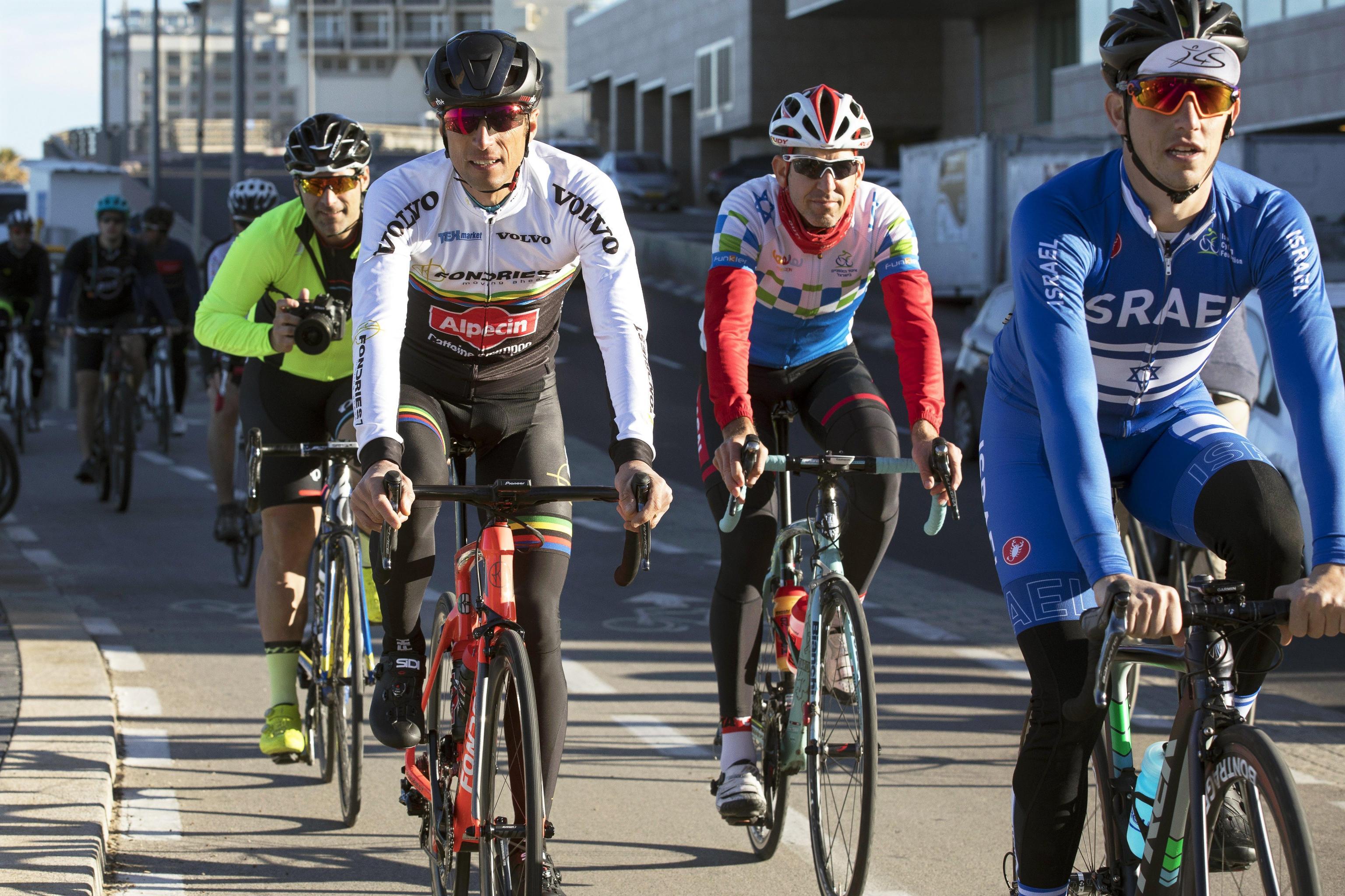 Parte il Giro d'Italia: che avventura per 'quelli dal Vco'