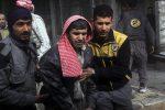 Siria, attacco chimico contro i ribelli: decine di morti, strage di donne e bambini