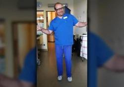 Il video del pediatra tedesco emoziona il web
