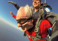 Lo chef si lanciò con il paracadute per la prima volta a 84 anni