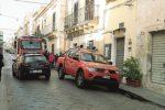 Incendio a Noto, danneggiata l'auto di un sacerdote