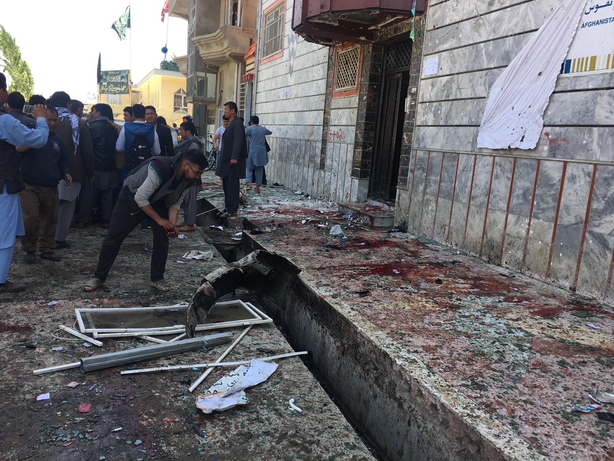 Kamikaze in centro elettorale a Kabul, almeno 9 morti