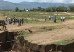 Una crepa enorme nel suolo lunga circa 10 km e larga 20 sta inquietando il Kenya e più in generale la popolazione del continente nero