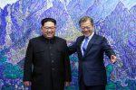 Lo storico incontro fra i leader delle due Coree, Kim Jong-Un (Nord) e Moon (Sud)