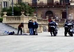 Iglesias Moses Concas, vincitore dell'edizione 2016 di Italia's Got Talent, è stato allontanato dalla polizia municipale mentre si esibiva in piazza d'Italia, a Sassari
