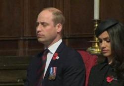 Durante le celebrazione dell'Anzac Day a Westminster il principe ha più volte chiuso gli occhi