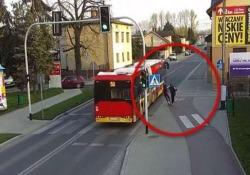 Il video ripreso qualche giorno fa nella cittadina polacca di Czechowice-Dziedzice