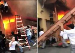 L'incendio è divampato lunedì sera nella città di Edgewater, in New Jersey