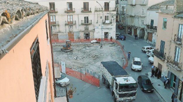 lavori piazza racalmuto, Agrigento, Politica