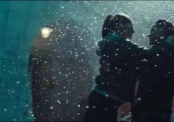 Sulle note della musica di Sam Smith i due ballerini danzano il loro incontro romantico