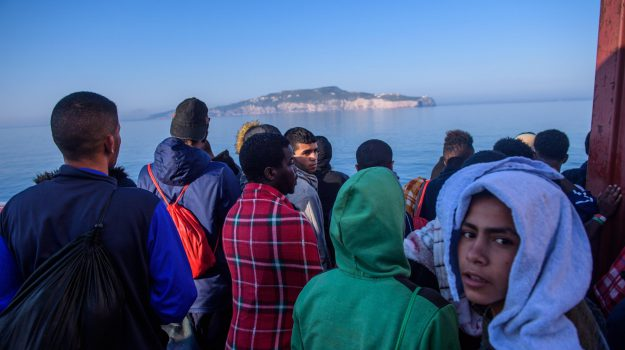 migranti, sbarco trapani, Sicilia, Cronaca