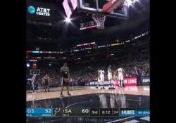 Il giocatore dei Golden State ha regalato un piccolo siparietto durante l'ultima partita contro i San Antonio Spurs