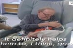 Nonno David, che abbraccia i bambini prematuri