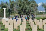Picnic di Pasquetta a pochi metri dal cimitero del Commonwealth, è polemica a Catania