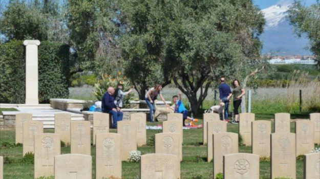pic-nic cimitero Commonwealth catania, Catania, Cronaca