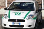 Un'auto della polizia locale di Milano