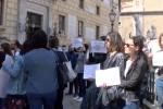 Precariato e sospensione dei recuperi, protesta degli assistenti ai disabili a Palermo