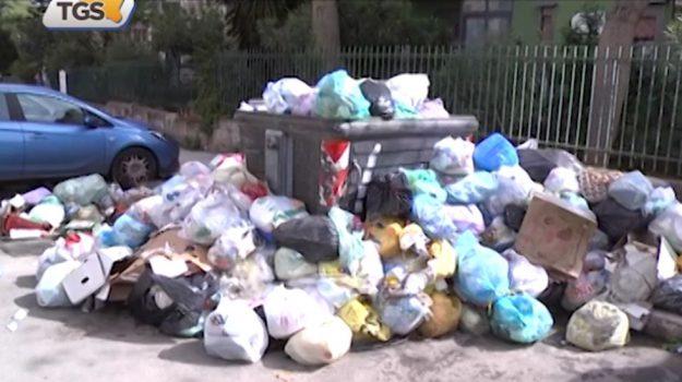 Rifiuti a Palermo, emergenza al villaggio Santa Rosalia