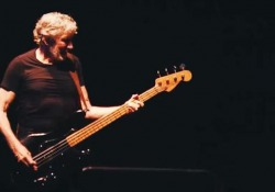 "Ecco l'ex bassista dei Pink Floyd alle prese con ""Money"" e ""One of These Days"""
