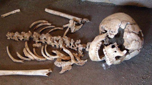 scheletro ritrovato milano, Enna, Cronaca