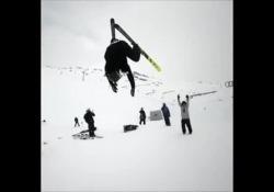 L'acrobazia del freestyler Andri Ragettli