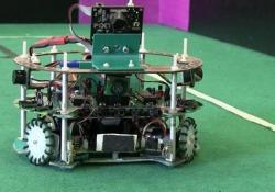 Il progetto per la prossima competizione: mini-robot che si sfidano su un campo di calcio