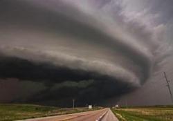 La «compilation» di immagini catturate in giro per gli Stati Uniti dai cosiddetti cacciatori di tempeste