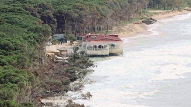 erosione costa eraclea minoa, Agrigento, Cronaca